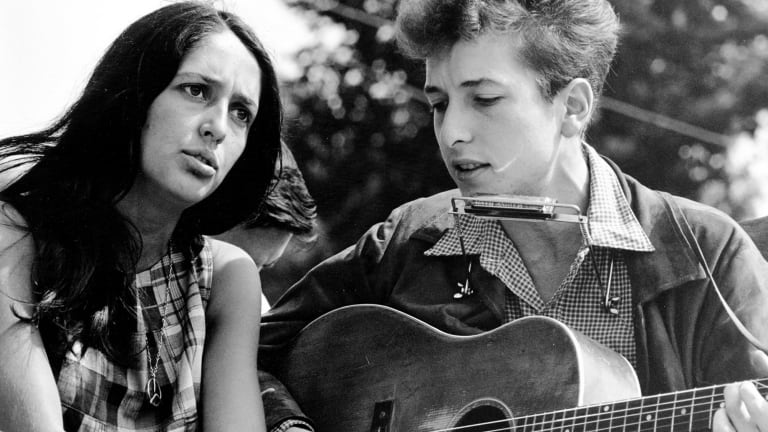 Joan Baez and Bob Dylan during a civil rights march in Washington DC, August 1963.