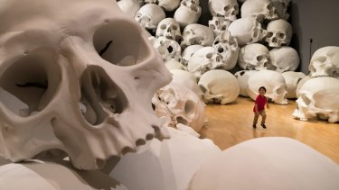 A young art appreciator explores the world of Ron Mueck's Mass.