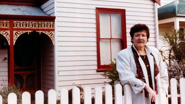 Joan Kirner at her home in 1990.