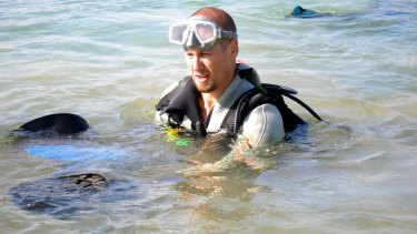 Bryan Fry with stingrays, which unlike fang blennys have a painful defensive venom.
