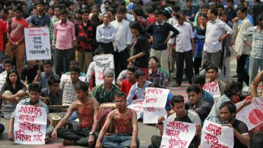 Bangladeshi students and social activists protest against the killing of Avijit Roy in Dhaka on Friday.