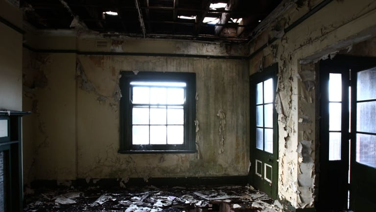Inside view of the derelict bureau building that housed staff near Observatory Hill after 1922.