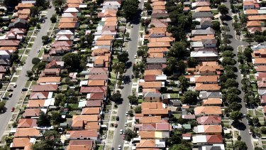 Auction clearance rates fell below 50 per cent in Sydney's outer suburbs