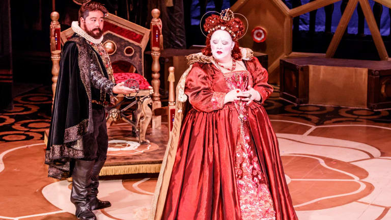 Melbourne Opera's Roberto Devereux featuring Elizabeth 1 (Helena Dix) and Roberto Devereux (Henry Choo).