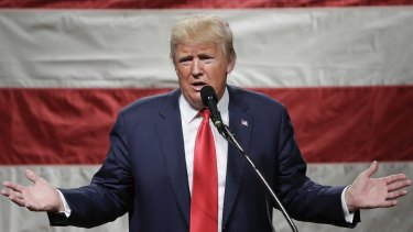 Republican front-runner Donald Trump easily won New York state's presidential nominating contest on Tuesday.