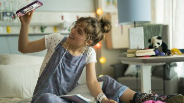 Haley Lu Richardson as Stella in Five Feet Apart.