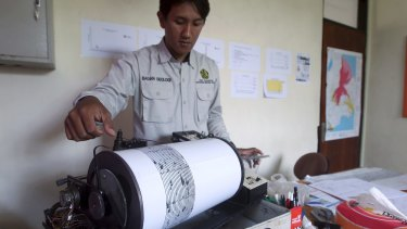 An officer monitors seismic waves at the Mount Agung monitoring station.