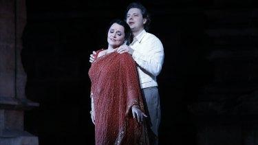 Emma Matthews (Leila) and Dmitry Korchak (Nadir) in Opera Australia's The Pearlfishers.