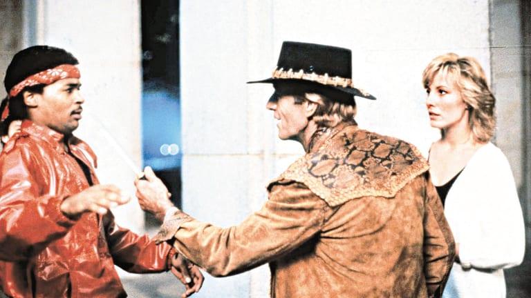 Paul Hogan in THAT Crocodile Dundee scene.