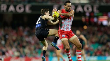 Adam Goodes and Carlton's Jason Tutt compete for the ball in round nine.