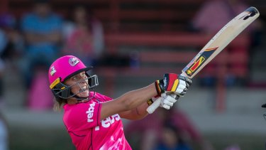 Ashleigh Gardner hits out in the Sixers' big win over the Stars.