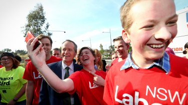 Mr Shorten poses for selfies with Labor supporters.