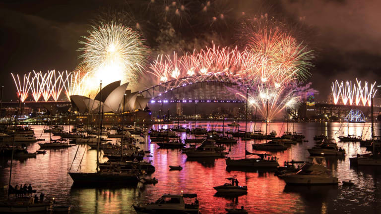 sydney harbour is set ablaze with light and colour as the city rings in 2017 with