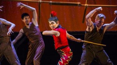 Aljin Abella, in red, as Monkey.