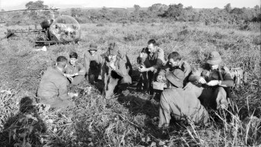 The 6th Battalion Royal Australian Regiment (FOR/66/0676/VN) gets a briefing from Major Harry Smith.