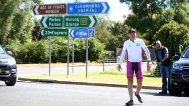 Mr Abbott stops in Canowindra during the 2016 Pollie Pedal tour.