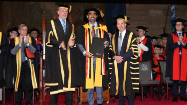 Peter Fitzsimons presents Adam Goodes with an Honorary Doctorate of Health Sciences.