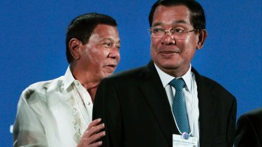Cambodian Prime Minister Hun Sen, right, seen here with Philippine President Rodrigo Duterte, has resisted widening the scope of the Khmer Rouge tribunal.
