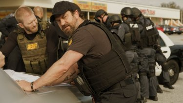 Gerard Butler manages to swagger while remaining perfectly still in <i>Den of Thieves</i>.