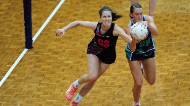 Canberra Darters player, Simone Nalder, left, and Victoria Fury player Emily Mannix in action during the 2015 Australian Netball League.