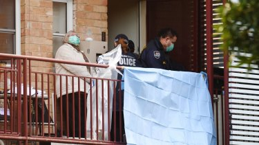 Federal police carry out an anti-terror raid at a flat in Ascot Vale on Friday.