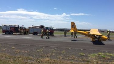 A pilot has landed his light aircraft safely at Moorabbin Airport despite damage to the plane.