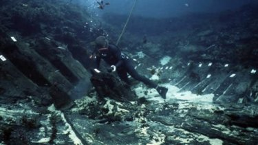 A diver on the wreck of the Batavia.