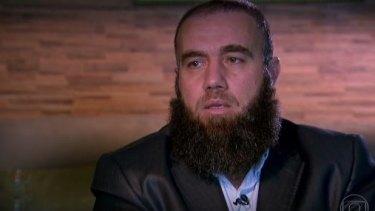 Ahmad al-Khatib is interviewed by Globo's current affairs weekly show Fantastico.