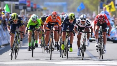 Gracie Elvin became the first Australian woman to podium at the Tour of Flanders on Monday.