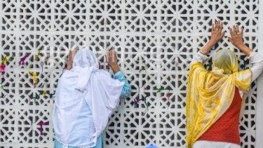 Muslim woman pray at the Hazratbal Shrine in Srinagar, Kashmir.