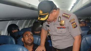 The Denpasar police chief poses with Myuran Sukumaran.