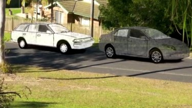 An artist's impression of two cars seen in Benaroon Drive in Kendall on the morning William Tyrrell disappeared.