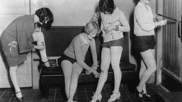 Young dancers shaving their legs in New York, 1927.