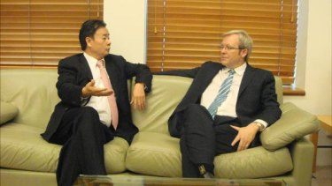 Kevin Rudd in talks with Chau Chak Wing.