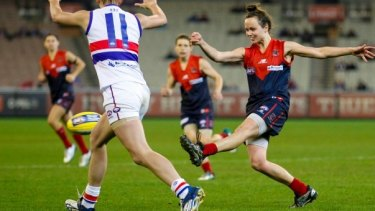 Star Demon Daisy Pearce in action for Melbourne against the Western Bulldogs.