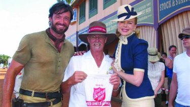 Hugh Jackman and Nicole Kidman lend their support to Captain Merv Dovey during a movie shoot in Bowen in 2007.
