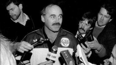 Rescue job: A fresh-faced Rohan Connolly (background right) is on the spot for Alex Jesaulenko's return in 1989.