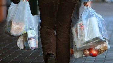 Plastic bags will disappear from Coles and Woolworths in 2018