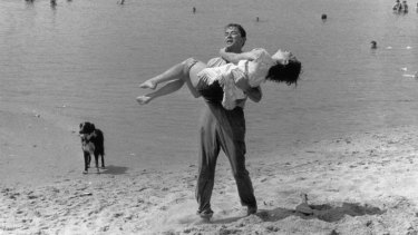 Gregory Peck and Ava Gardner on Frankston beach.