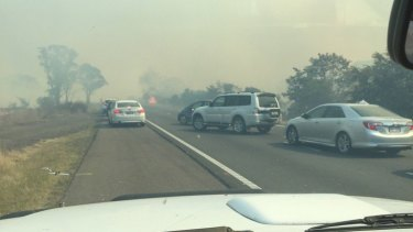 Hume Highway closed in both directions due to bushfire near Marulan