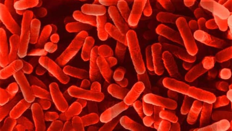 A spa at a Frankston gym has been linked to a Legionnaires' outbreak.