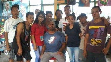 Billy Surya Adji (left in black singlet) with Myuran Sukumaran (seated) in the art room at Kerobokan jail.