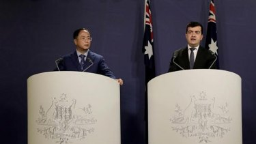 Huang Xiangmo and Sam Dastyari at a press conference for the Chinese community in Sydney on July 17, 2016.