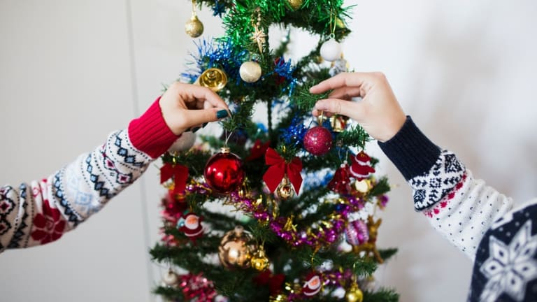 just when should you decorate your christmas tree and when should it come down - When Can I Put Up Christmas Decorations