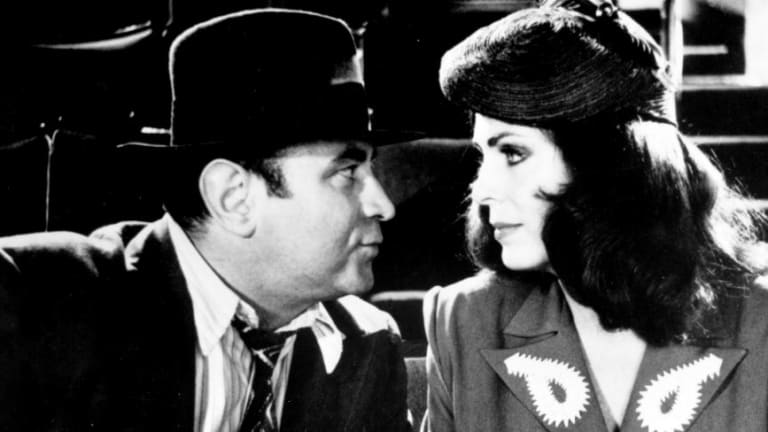 Bob Hoskins and Joanna Cassidy in Who Framed Roget Rabbit.