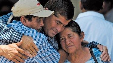 Alvarenga with his parents in El Salvador after his ordeal.