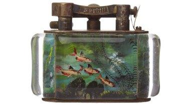 A mid-20th century Dunhill aquarium table lighter.