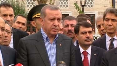 Not moving on Kobane ... Turkish President Tayyip Erdogan, centre.
