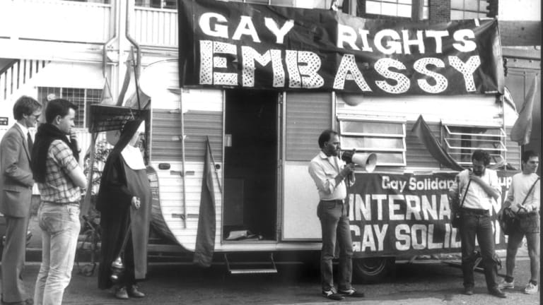 Lex Watson addressing gay rights activists setting up their 'Gay Embassy' opposite former NSW premier Neville Wran's home in Woollahra to protest against Club 80 arrests in 1983.