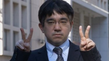 Isao Echizen's fingerprints were recreated from a photo of him flashing a peace sign.